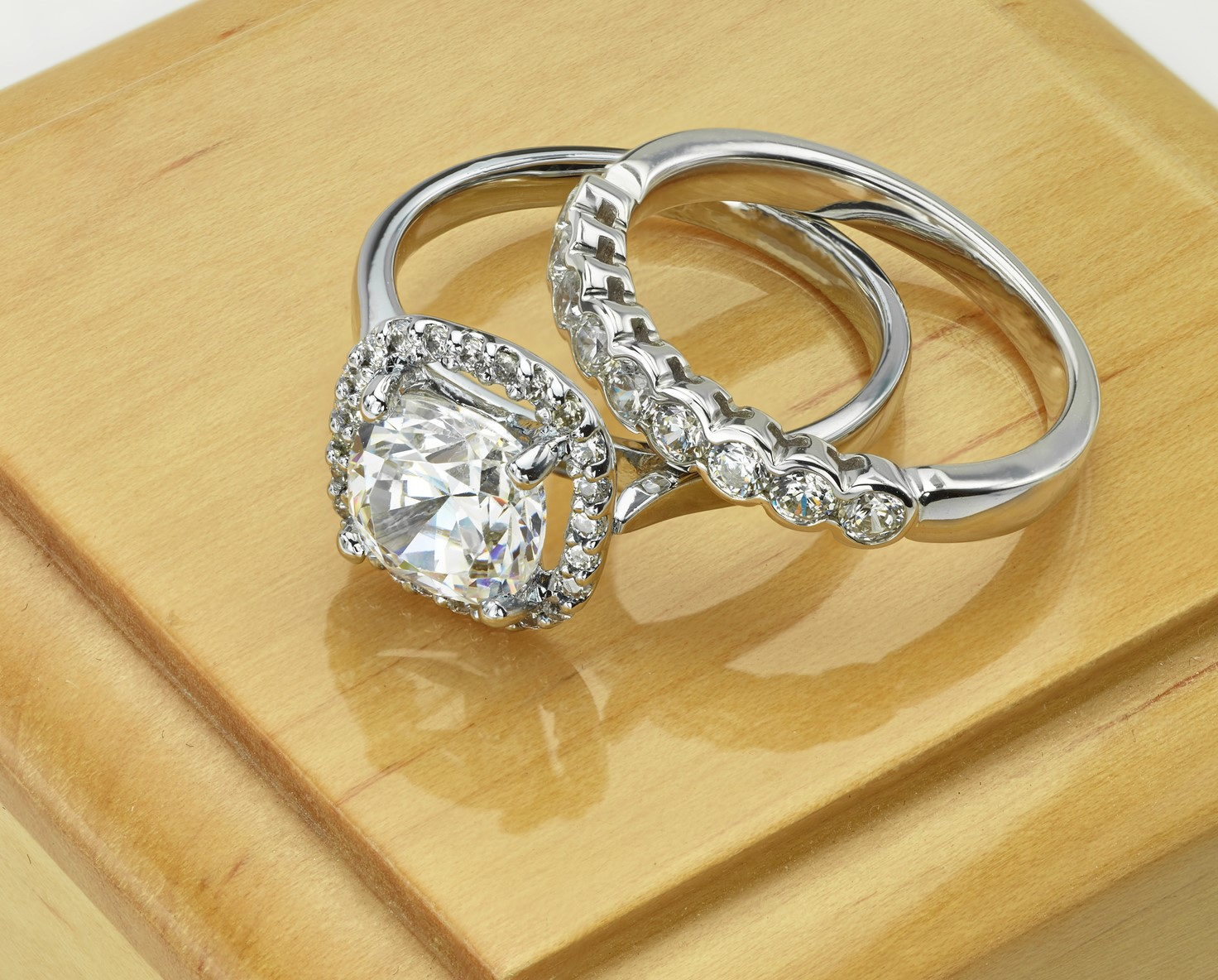 Jewelry Roundtable: Simple Vs Flashy Engagement Rings