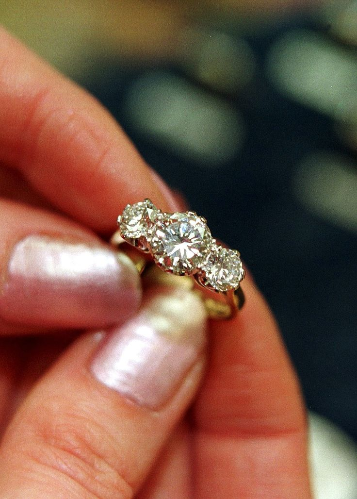 Guide to Three Stone Engagement Rings